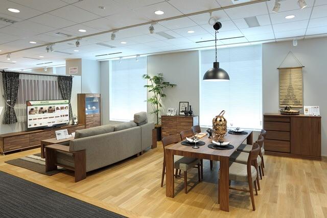 【床と家具のコーディネートをモデルルームで確認できます】